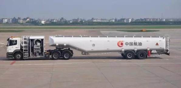飞机加油车图片